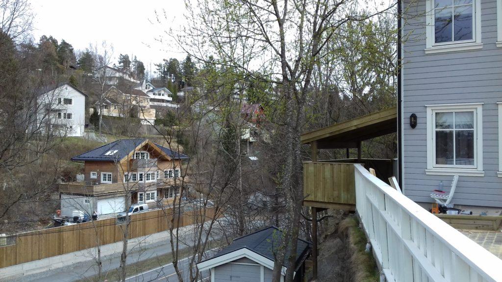 balkong med rekkverk