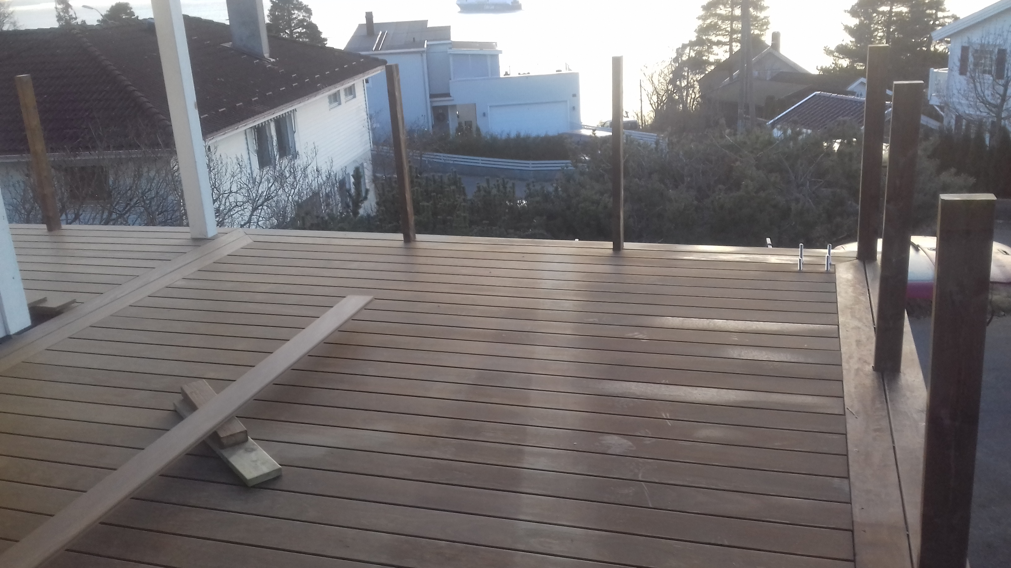 terrasse i Kebony med asfaltmembran