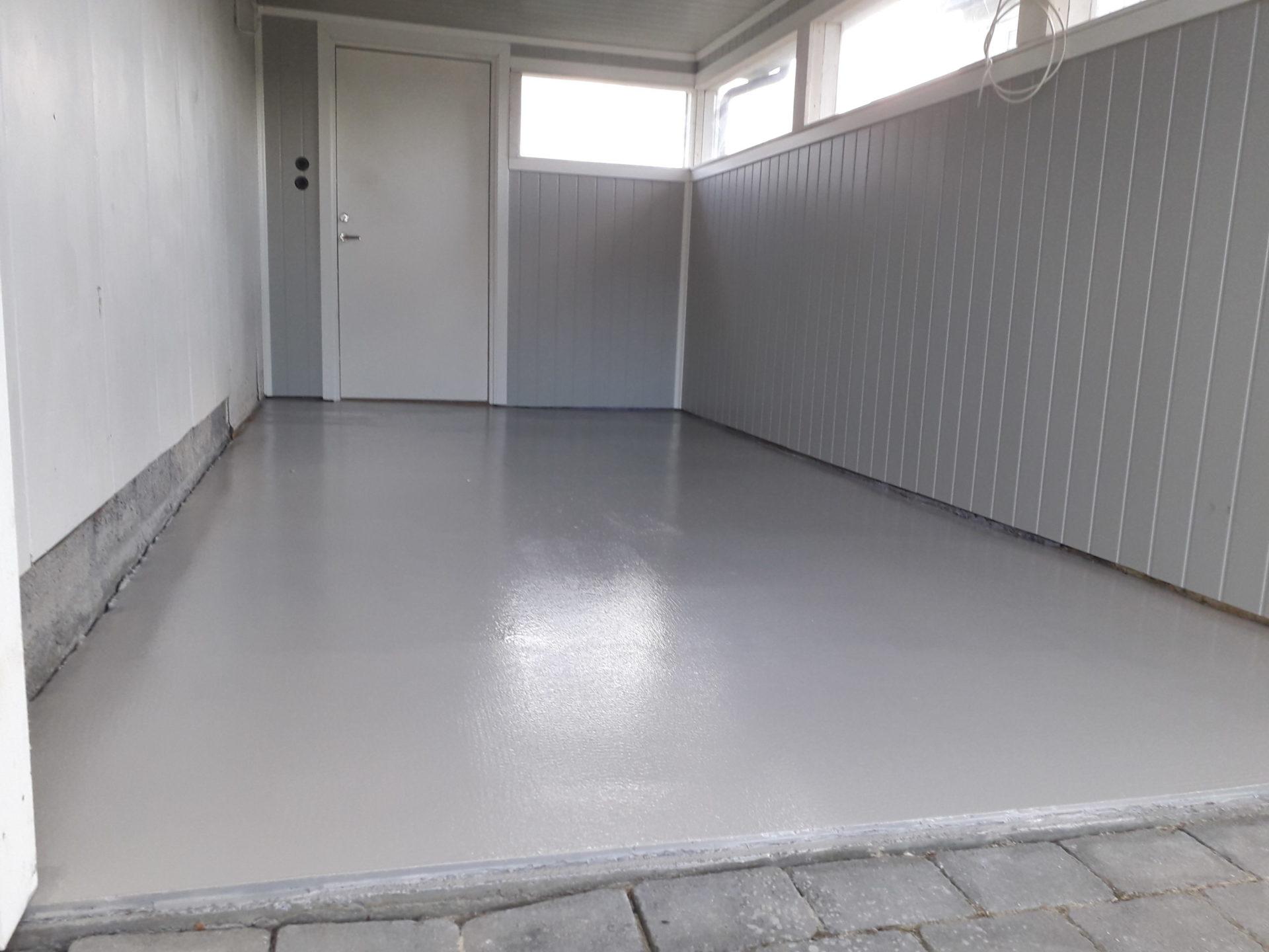 Gulv i garasje med epoxybelegg