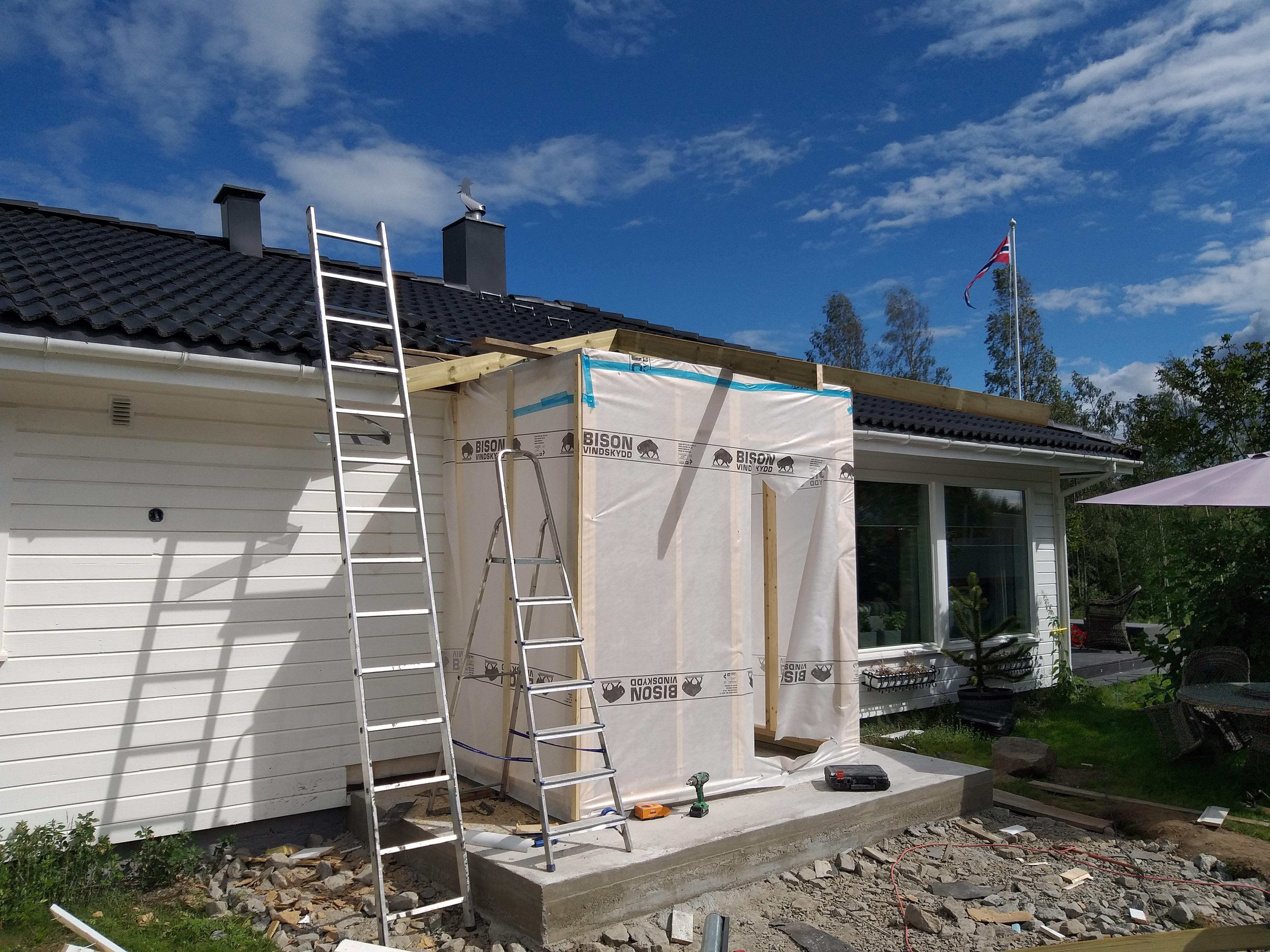 Utbygging av inngangsparti med valmet tak 2
