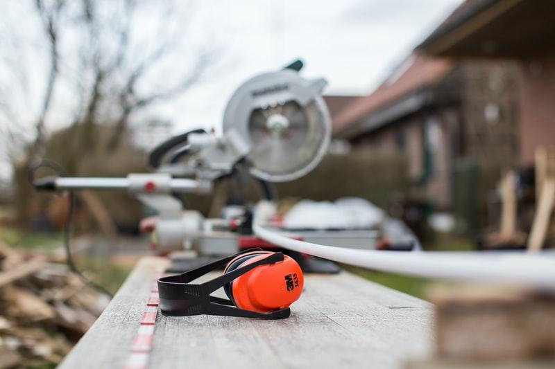 Utstyr og hørselsvern til bytting av platting