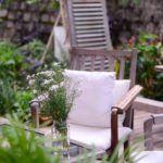 Terrasse i Oslo i tre med hagemøbler